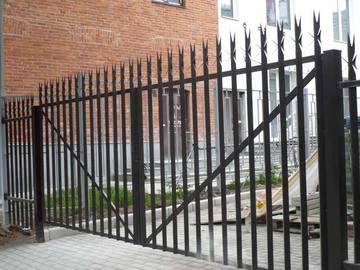 Металлические ограды и заборы