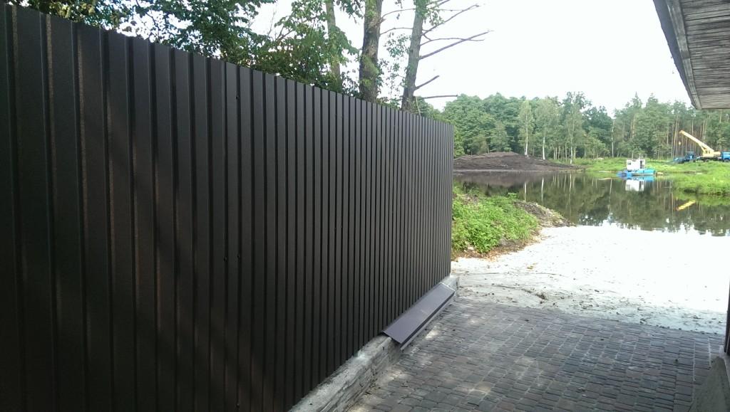 Забор на фундаменте из профнастила купить