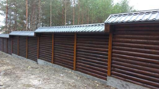 Комбинированный деревянный забор из оцилиндрованного бруса киев
