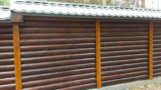 Комбинированный деревянный забор из бруса.
