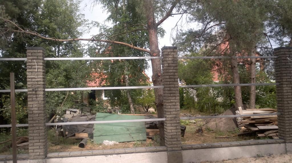Комбинированный забор из профнастила