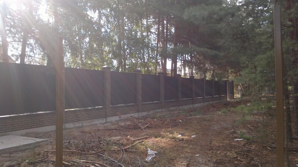 Комбинированный забор из профнастила и кирпича купить в киеве