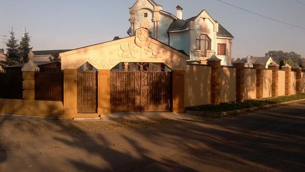 Купить комбинированные элитные заборы в Киеве