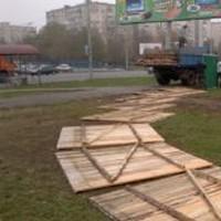 Ограждение из деревянных щитов под прокраску