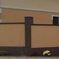 Забор из кирпича с отделкой под фасад