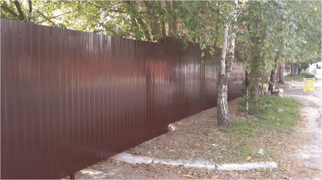 Забор из профнастила - эконом вариант без фундамента