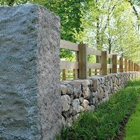 Комбинированный забор из камня с деревом