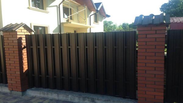 Комбинированный забор из кирпича Фагот Киев