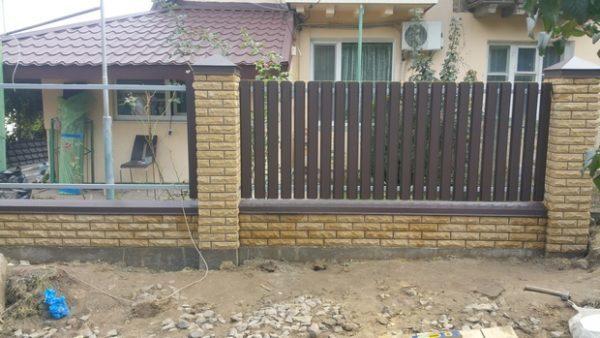 купить комбинированный забор из кирпича Фагот