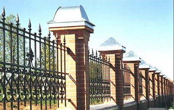 Каменно-железный забор