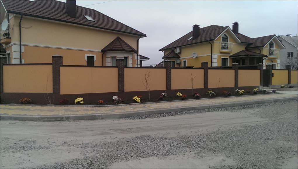 Забор из кирпича с отделкой под фасад Киев