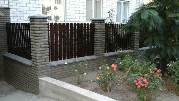 Комбинированный забор из кирпича Фагот цена