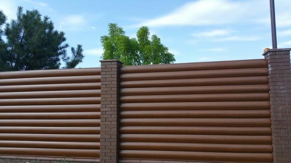 цена на забор из кирпича с металлическим блок хаусом