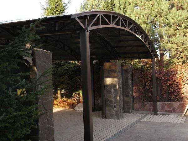 навес из поликарбоната арочной формы