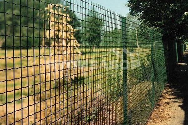 забор из сварной сетки фото